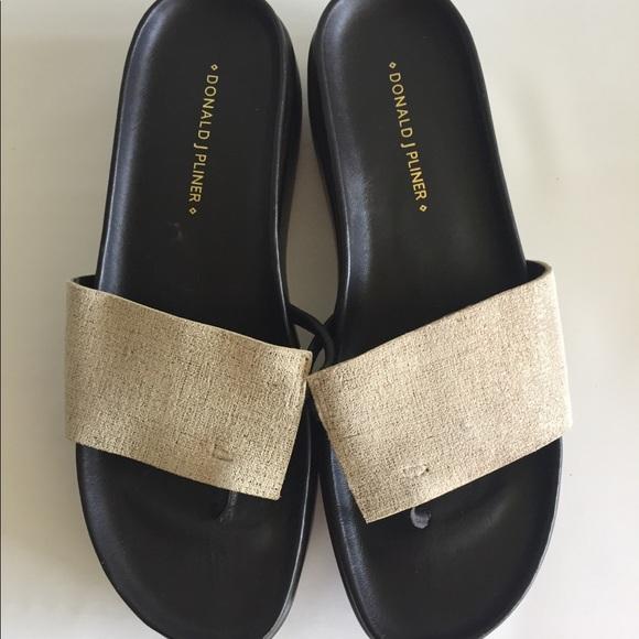 6912db11c7a Donald J. Pliner Shoes - Donald J Pliner Fifi Lt. Gold Platform Sandals 7.5